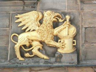 Detail der Mohren-Apotheke in Bayreuth
