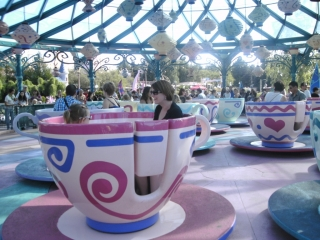 DISNEYLAND PARIS / Mad Hatter`s Tea Cups