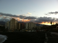 Blick vom Meer zurück auf die Hotels