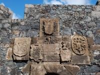 Wappen über dem Eingang zur Burg