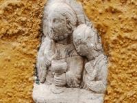 In eine Hausmauer eingelassenes Relief in der Altstadt