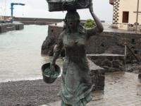 Bronzene Fischverkäuferin