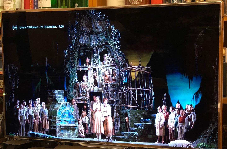 Gleich geht's los! Freue mich auf die Wiederaufnahme von Hänsel & Gretel am @gaertnerplatztheater und sende ein herzliches ToiToiToi an alle Beteiligten, besonders natürlich an das Engerl Marina @themiskyra_art ! /CK #gptheater #gpthänsel #humperdinck #oper #ilovemusic #igersmunich
